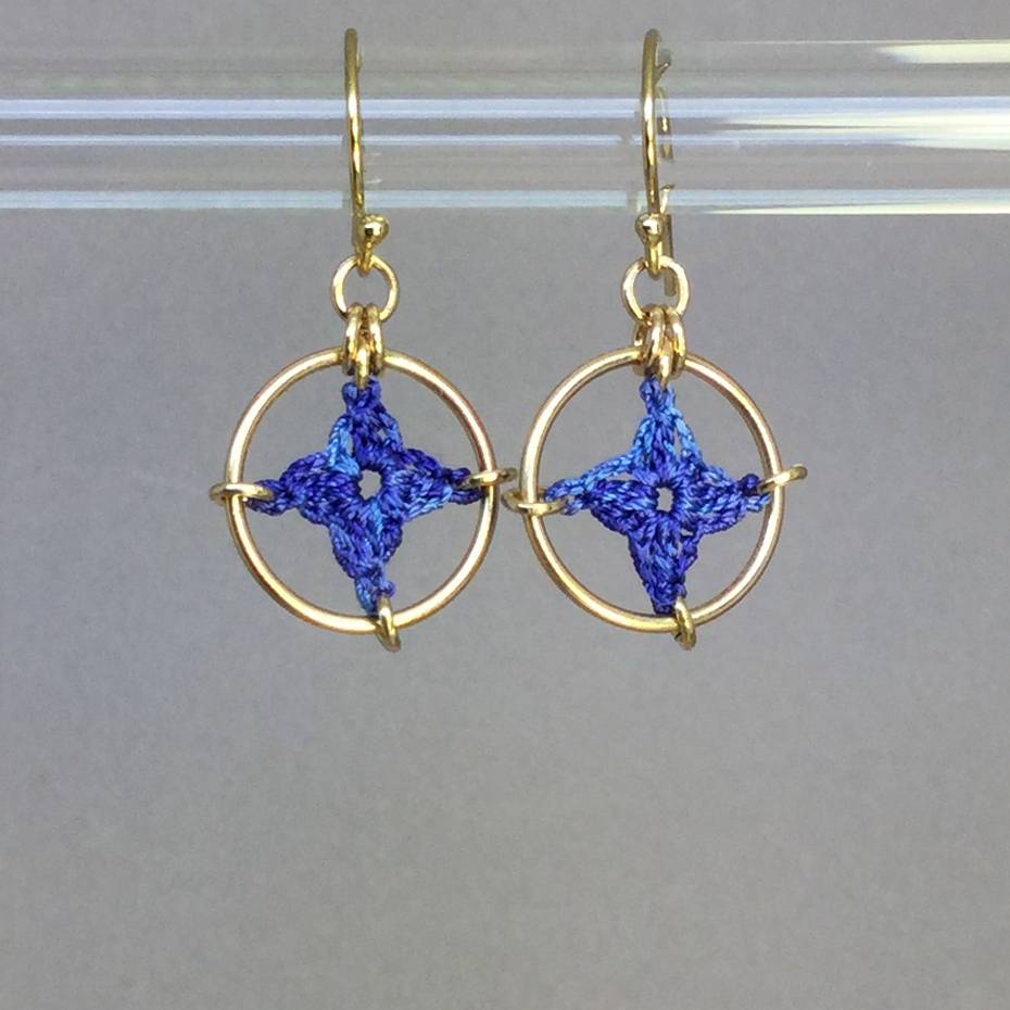 Spangles 1 earrings, gold, blue thread