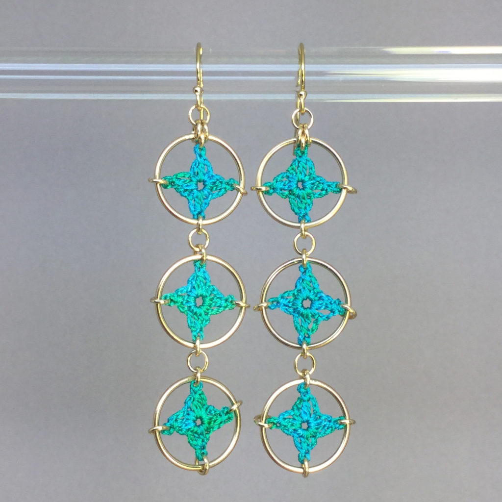 Spangles 3 earrings, gold, shamrock green thread