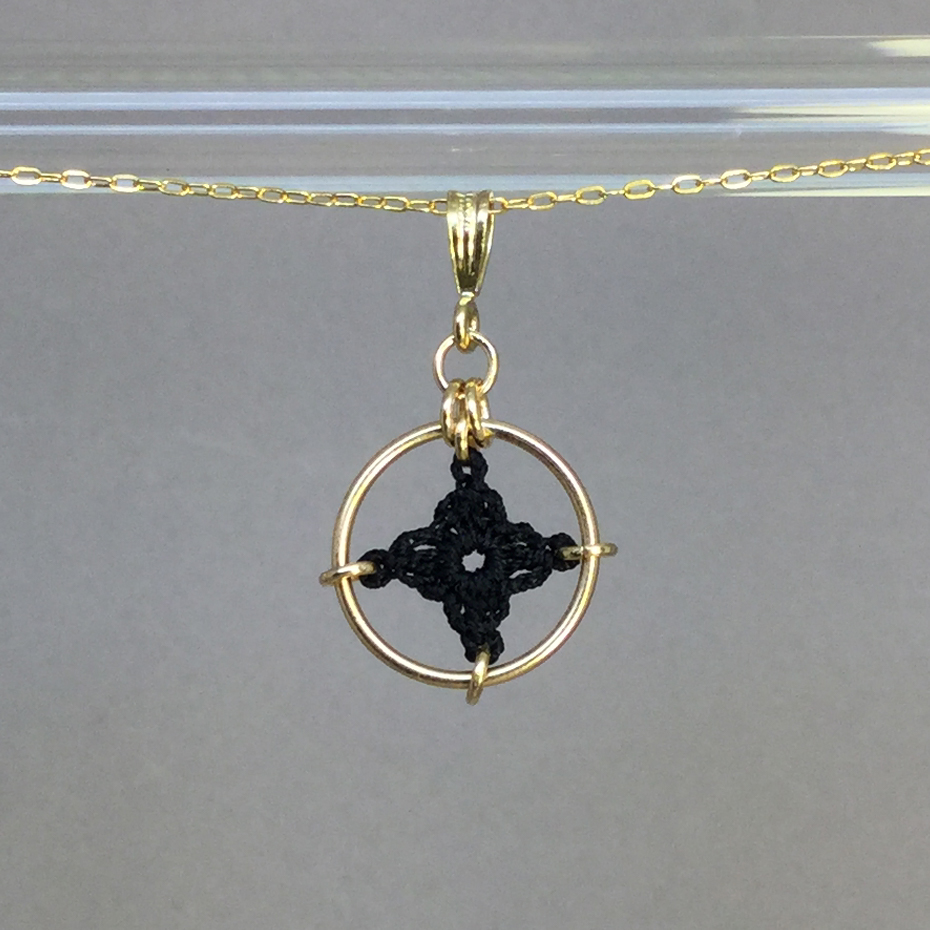 Spangles 1 necklace, gold, black thread