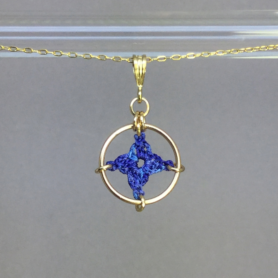 Spangles 1 necklace, gold, blue thread