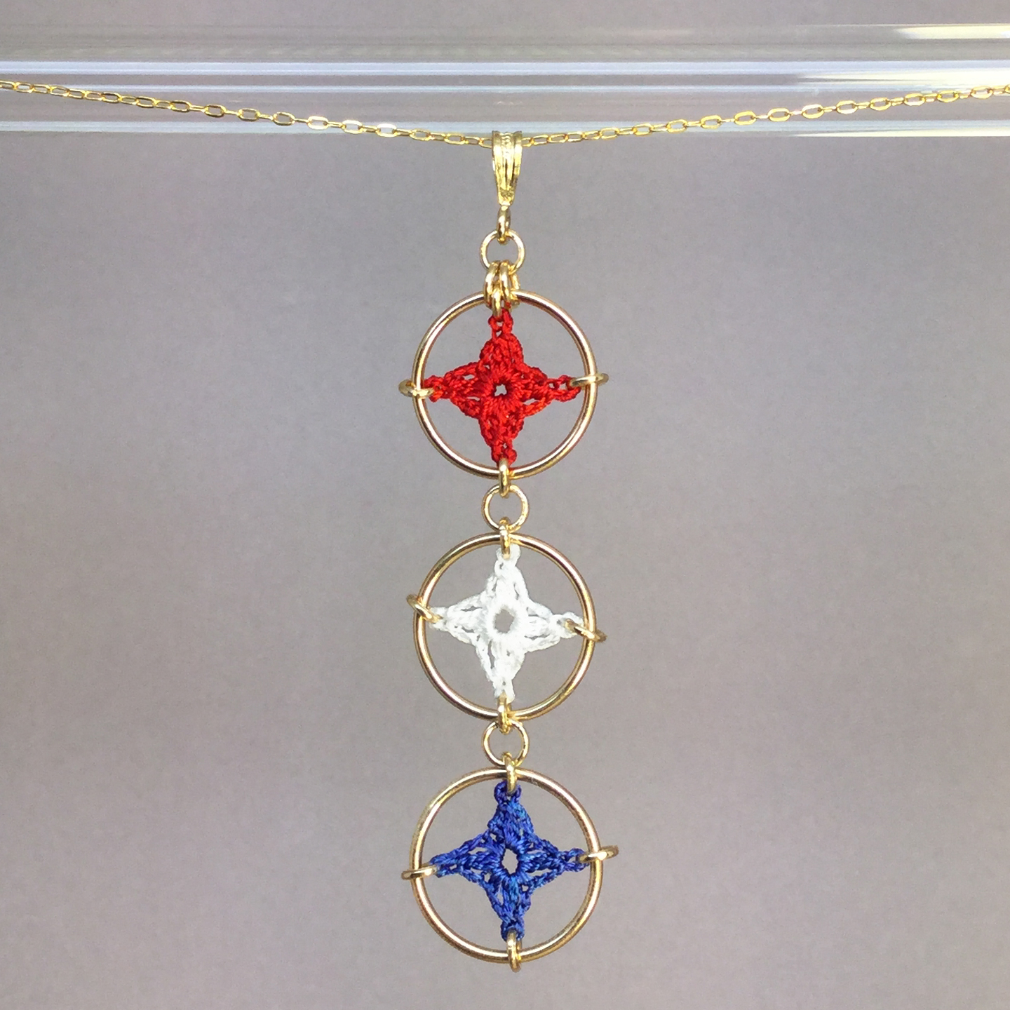 Spangles 3 necklace, gold, red, white and blue thread