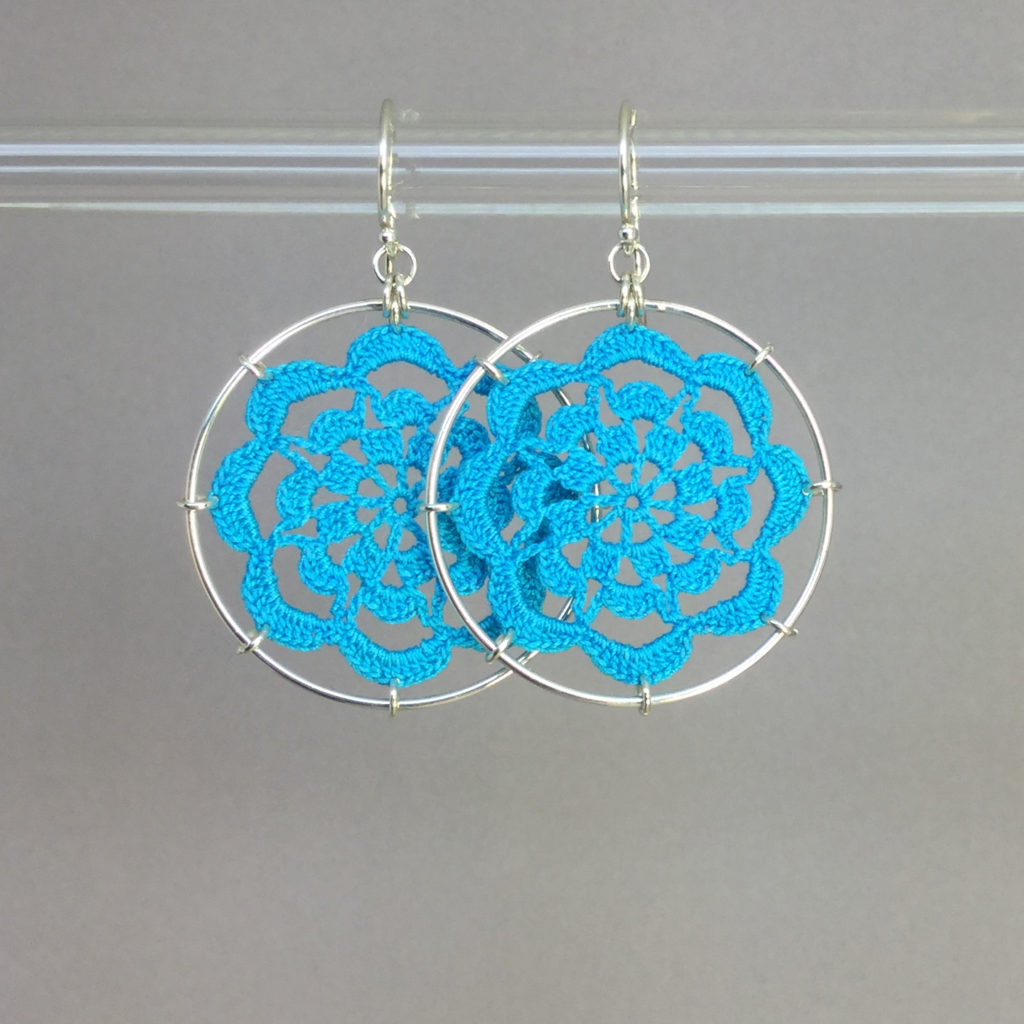 Serendipity earrings, silver, turquoise thread