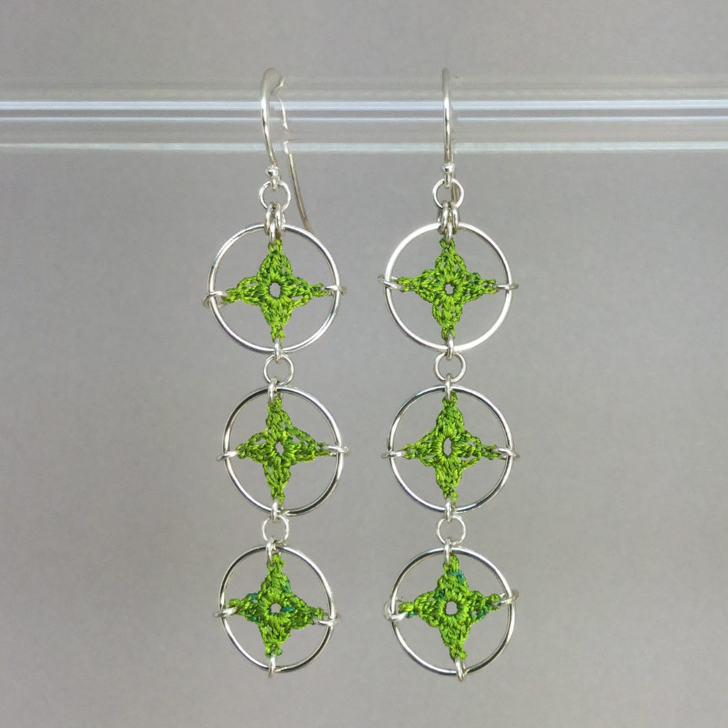 Spangles 3 earrings, silver, parrot green thread