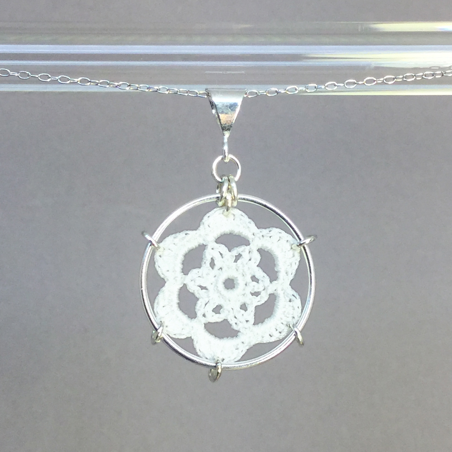 Peony necklace, silver, white thread