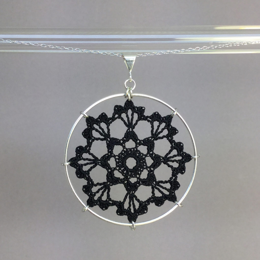 Scallops necklace, silver, black thread