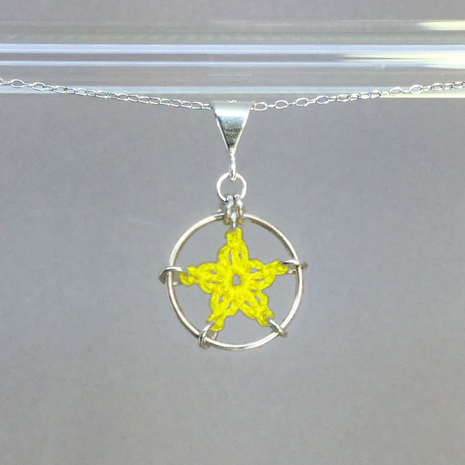 Star necklace, silver, yellow thread