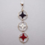 Triple spangles necklace in black-white-red