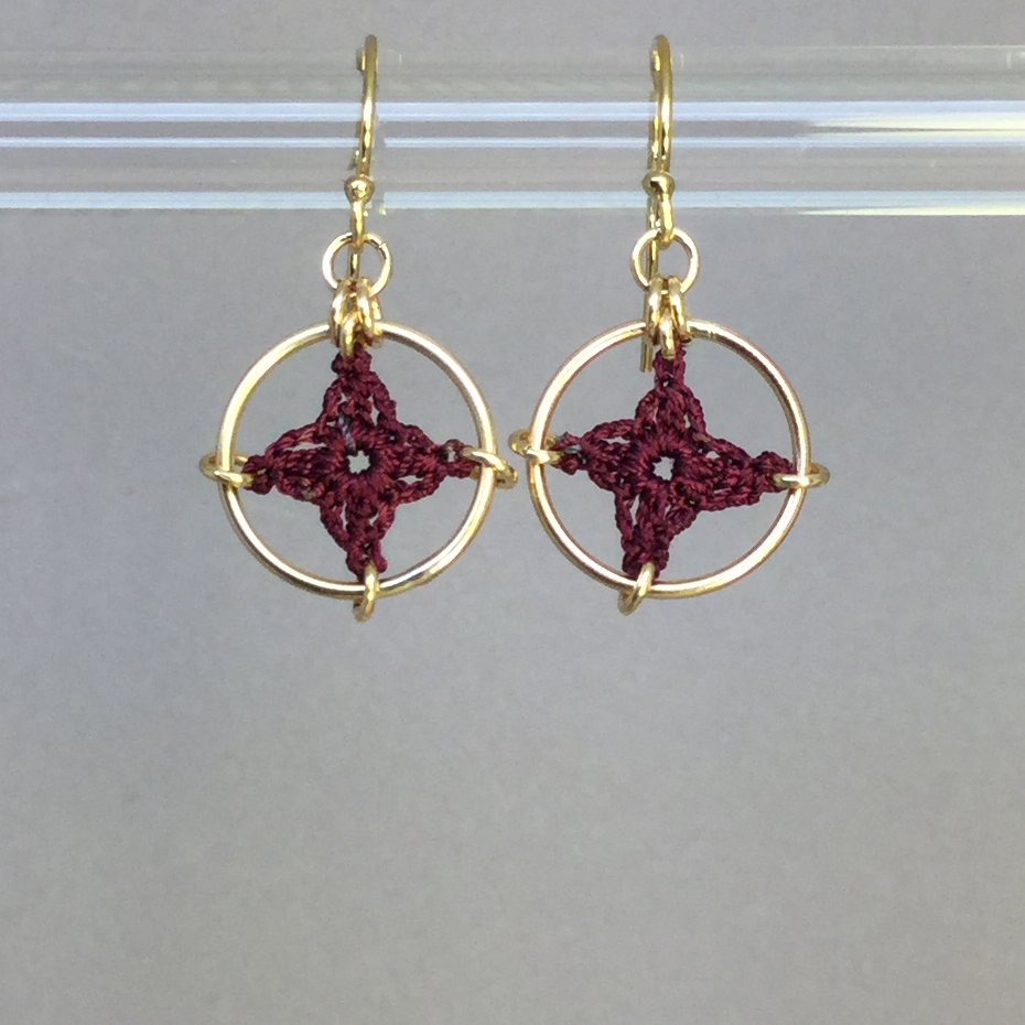 Spangles 1 earrings, gold, maroon thread