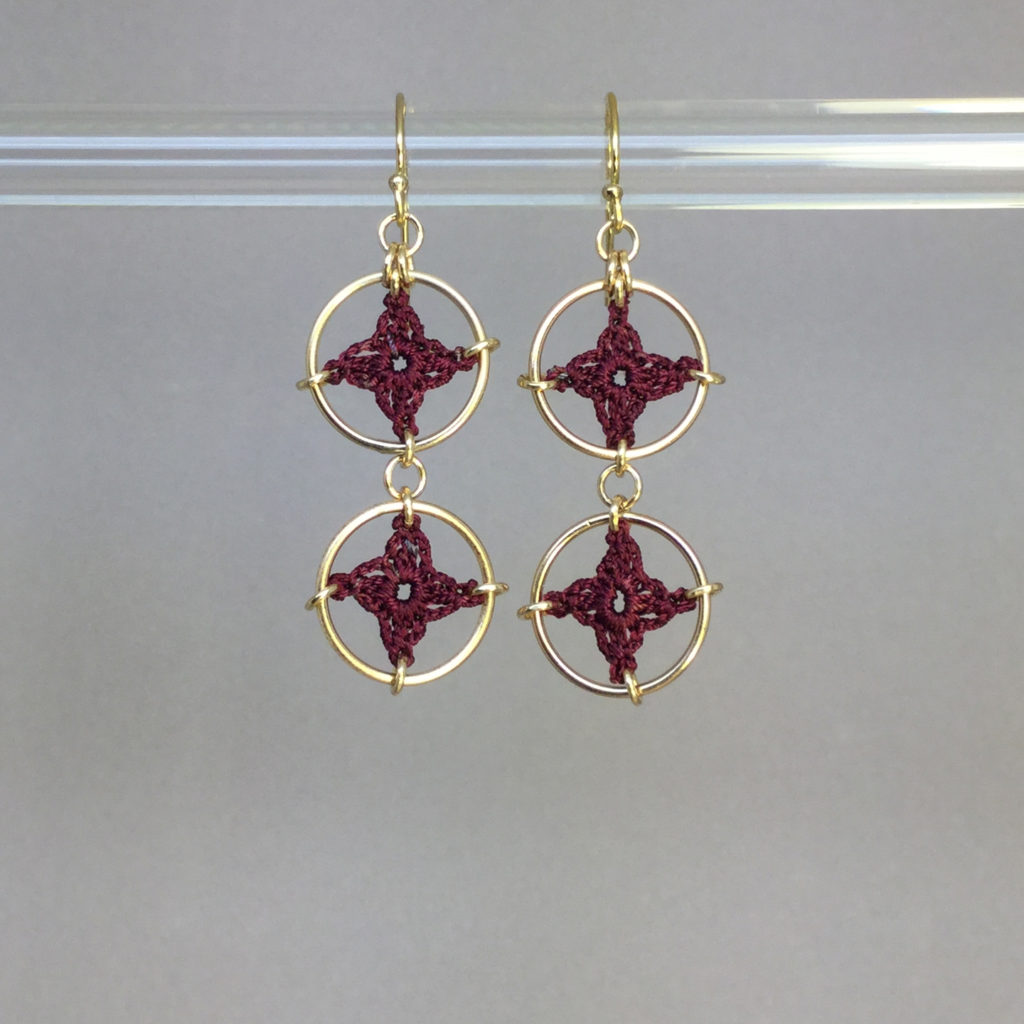 Spangles 2 earrings, gold, maroon thread