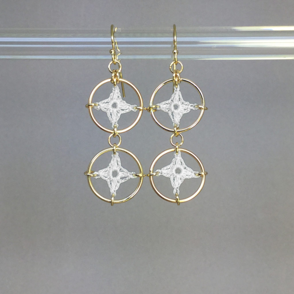 Spangles 2 earrings, gold, white