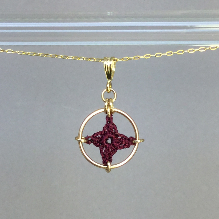 Spangles 1 necklace, gold, maroon thread