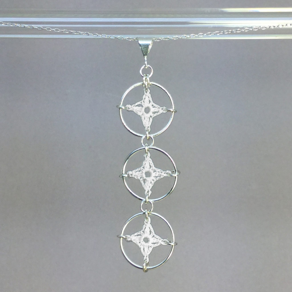 Spangles 3 necklace, silver, white