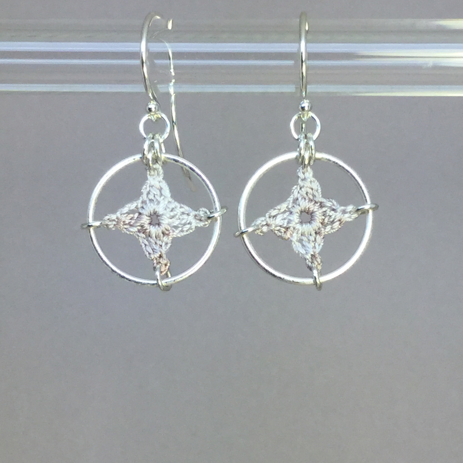Spangles 1 earrings, silver, pearly thread
