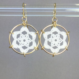 Peony earrings, gold, white thread