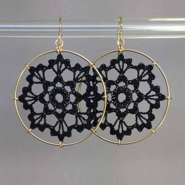 Scallops earrings, gold, black thread