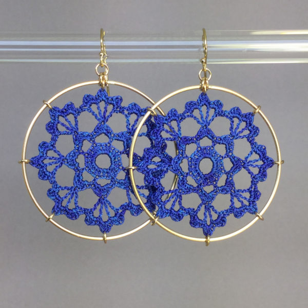 Scallops earrings, gold, blue thread