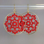 Scallops earrings, gold, red thread