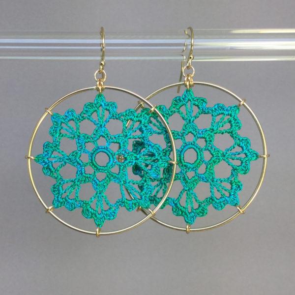 Scallops earrings, gold, shamrock green thread