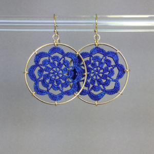Serendipity earrings, gold, blue thread