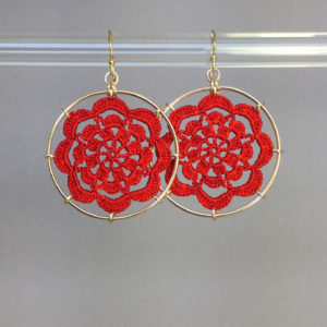 Serendipity earrings, gold, red thread