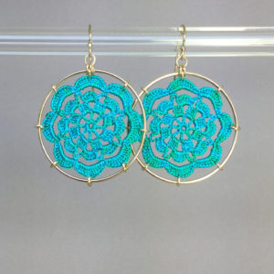 Serendipity earrings, gold, shamrock green thread