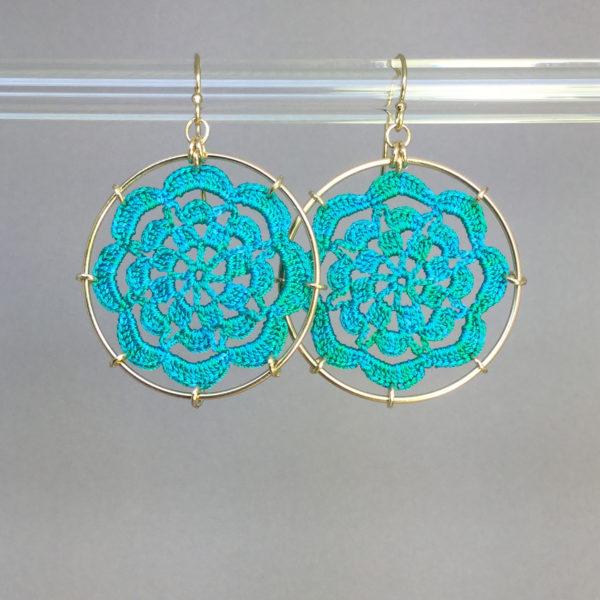 Serendipity earrings, gold, shamrock green thread