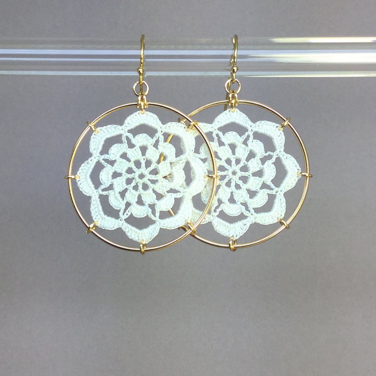 Serendipity earrings, gold, white thread