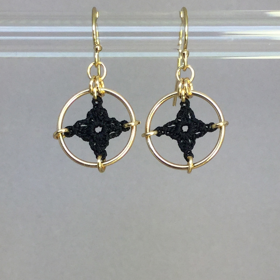 Spangles 1 earrings, gold, black thread