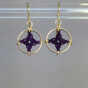 Spangles 1 earrings, gold, purple thread