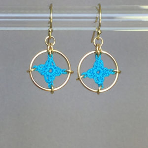 Spangles 1 earrings, gold, turquoise thread