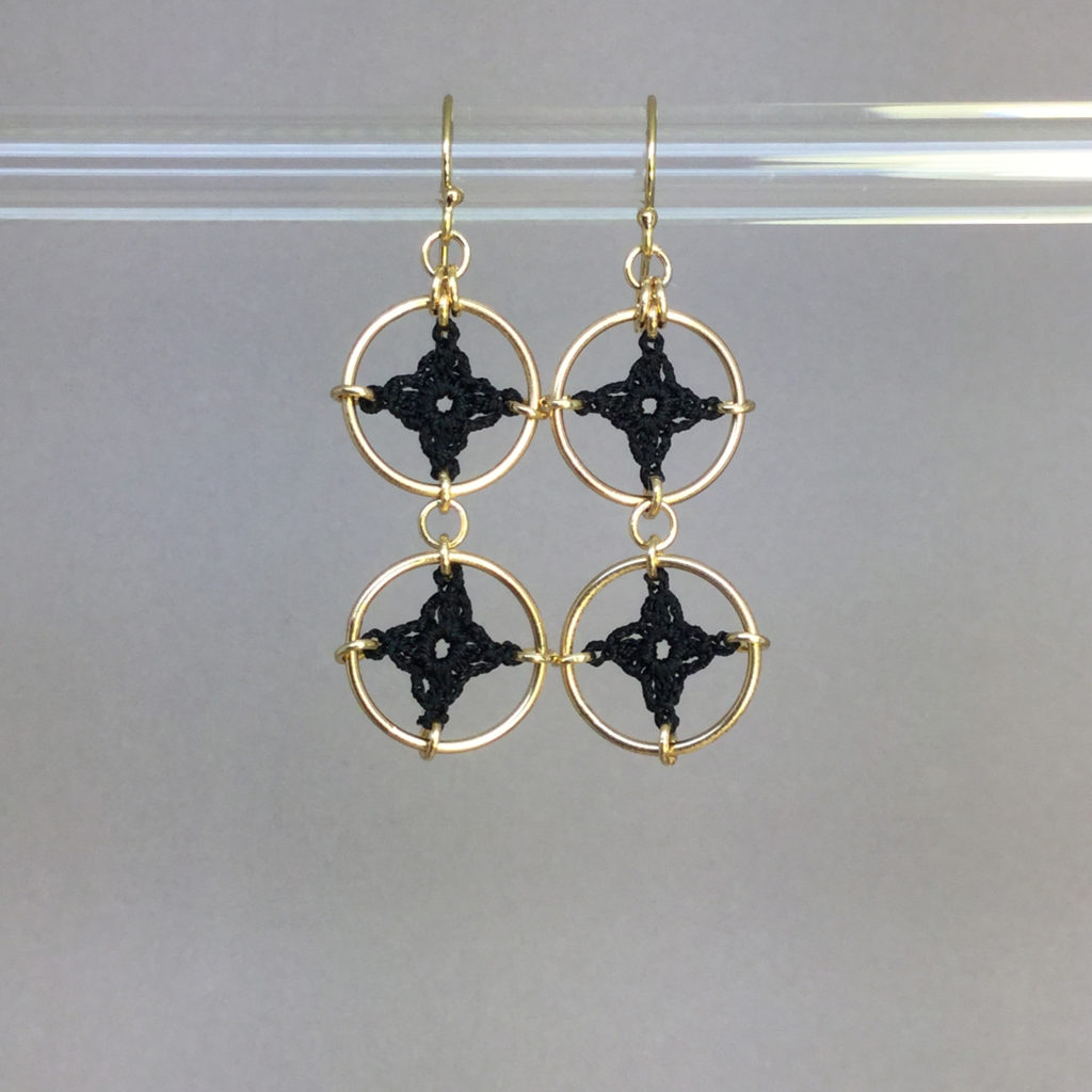 Spangles 2 earrings, gold, black thread