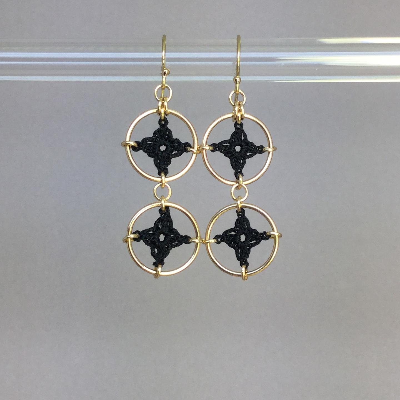 Spangles 2 earrings, gold, black thread
