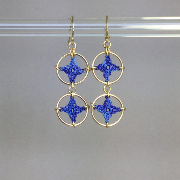Spangles 2 earrings, gold, blue thread