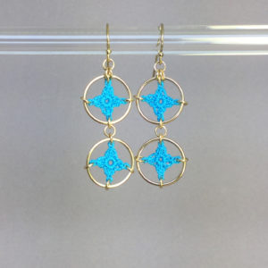 Spangles 2 earrings, gold, turquoise thread