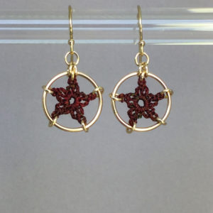 Stars earrings, gold, chile thread
