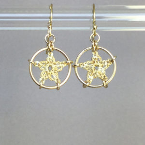 Stars earrings, gold, french vanilla thread