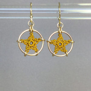 Stars earrings, gold, ochre thread