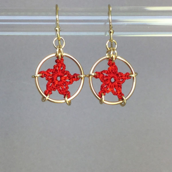 Stars earrings, gold, red thread