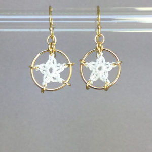 Stars earrings, gold, white thread