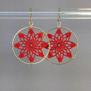 Tavita earrings, gold, red thread