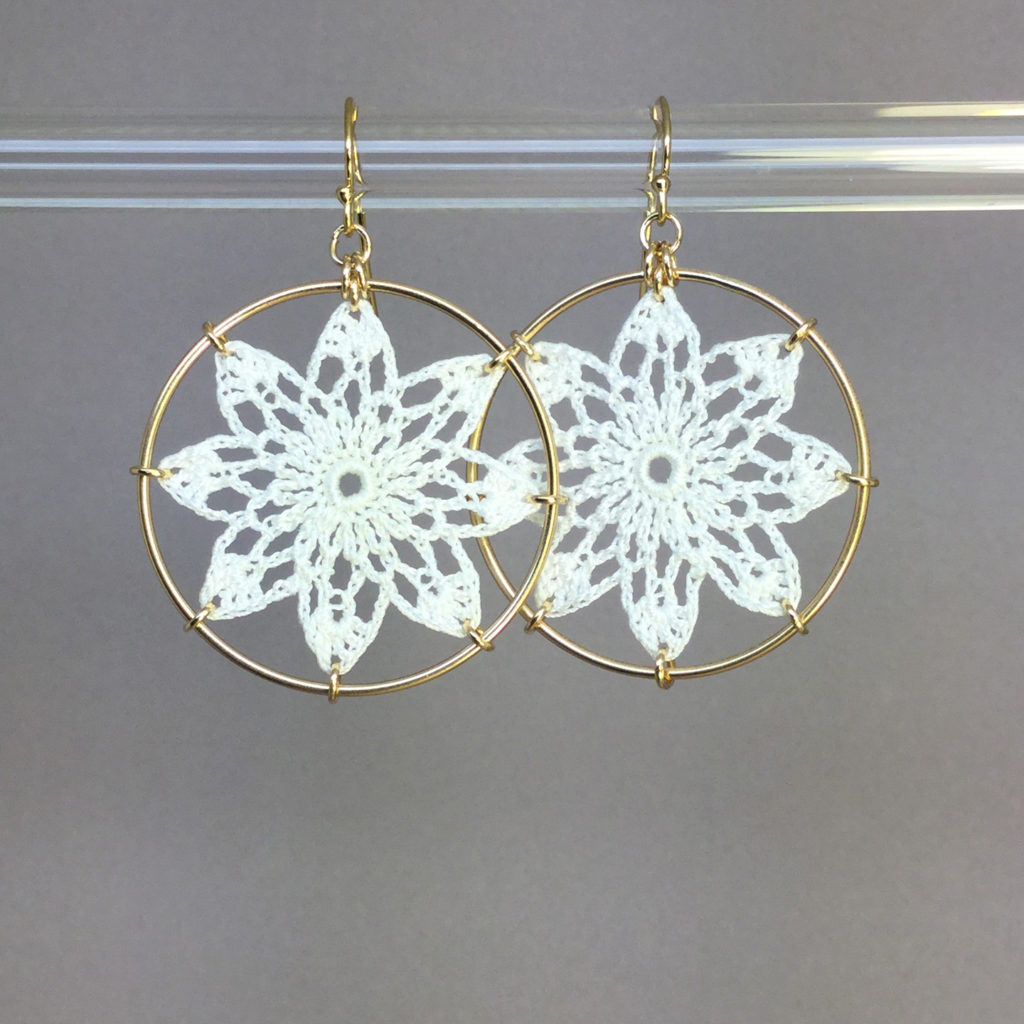 Tavita earrings, gold, white thread