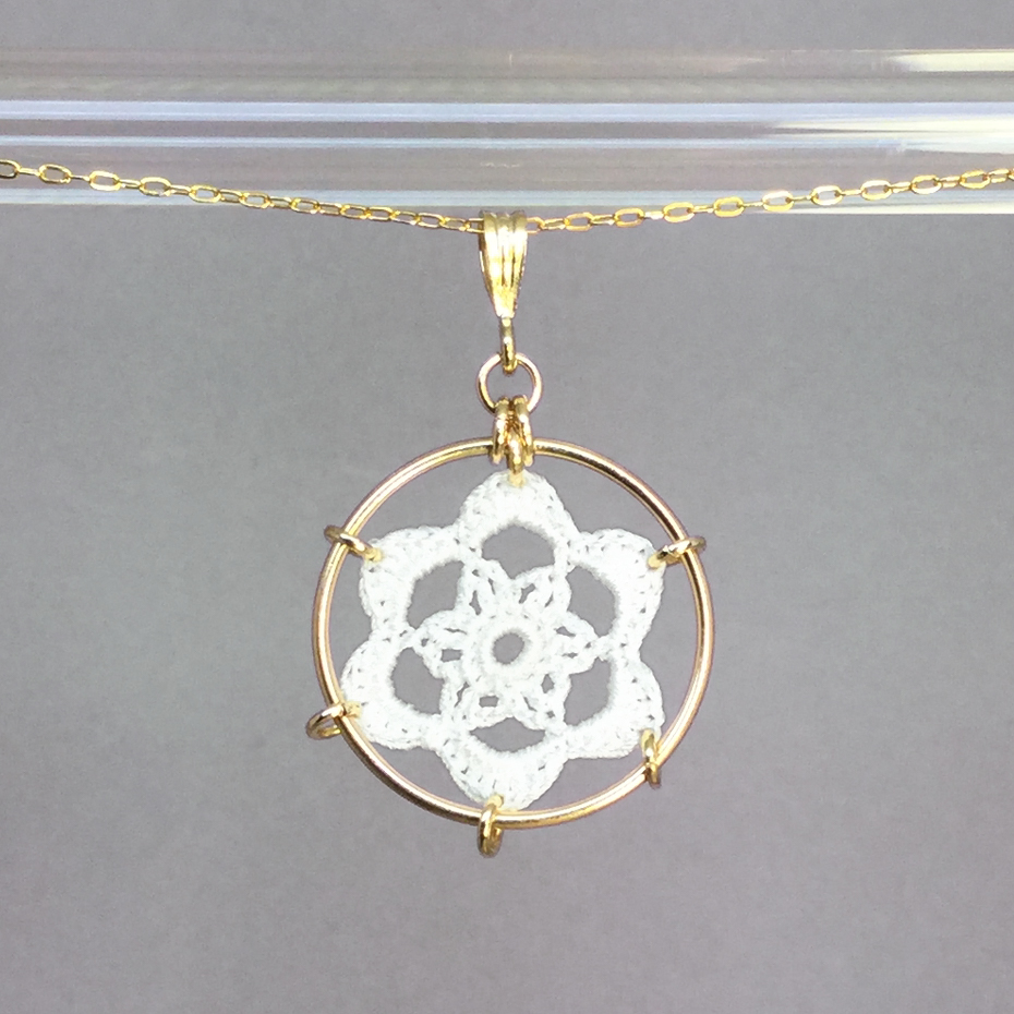 Peony necklace, gold, white thread