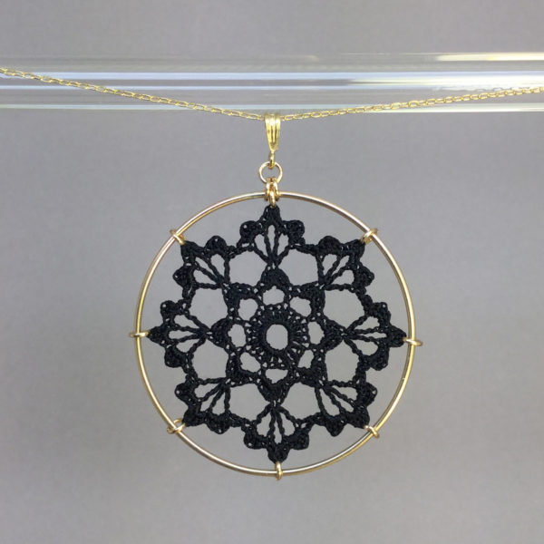 Scallops necklace, gold, black thread