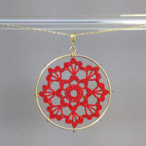 Scallops necklace, gold, red thread