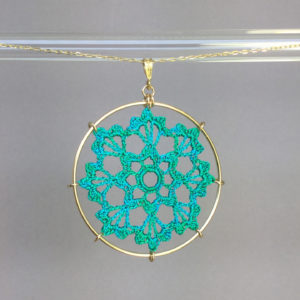 Scallops necklace, gold, shamrock green thread