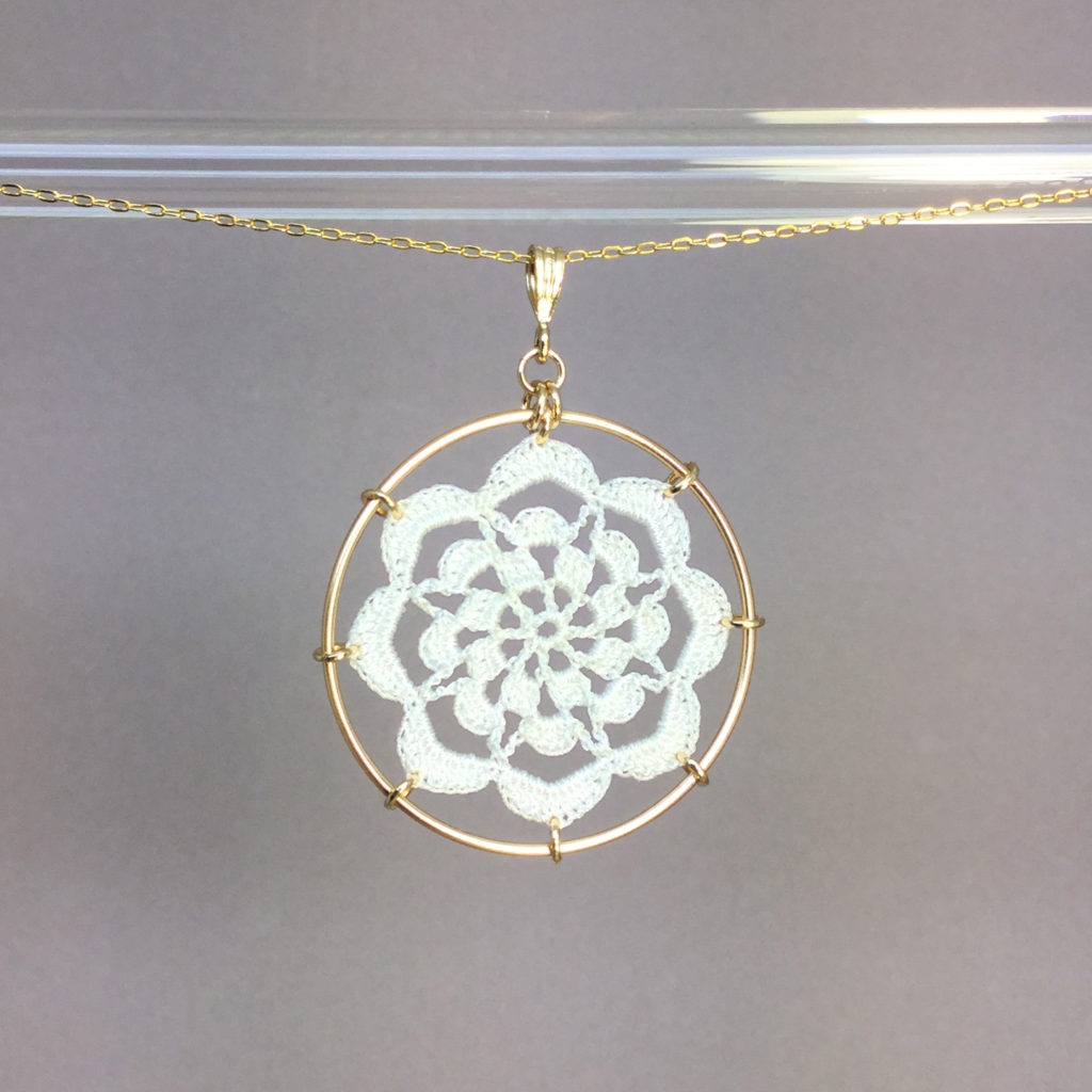 Serendipity necklace, gold, white thread