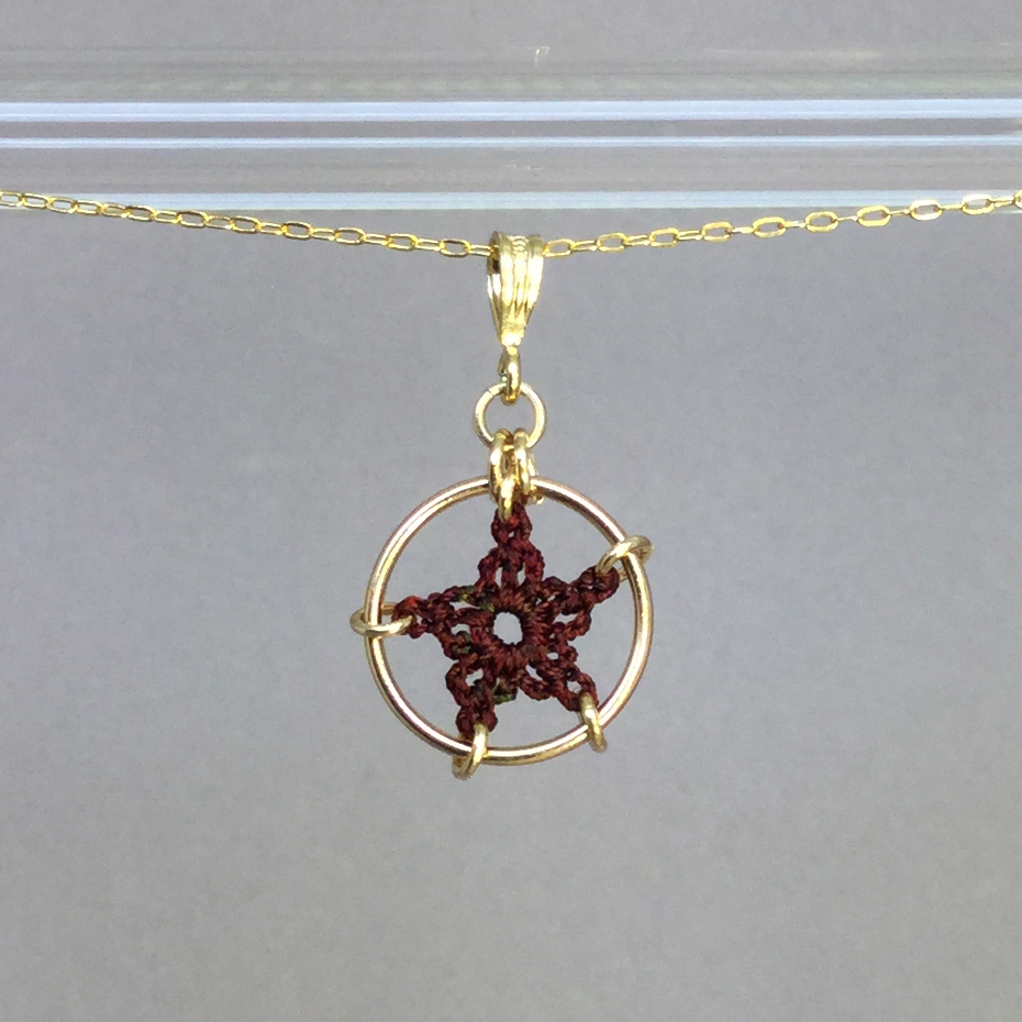 Star necklace, gold, chile thread