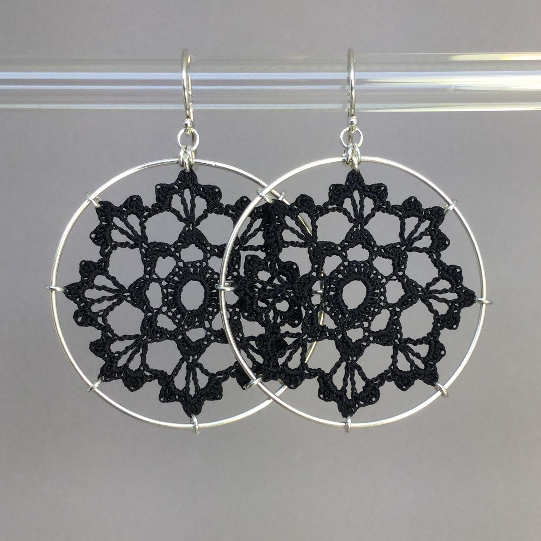 Scallops earrings, silver, black thread