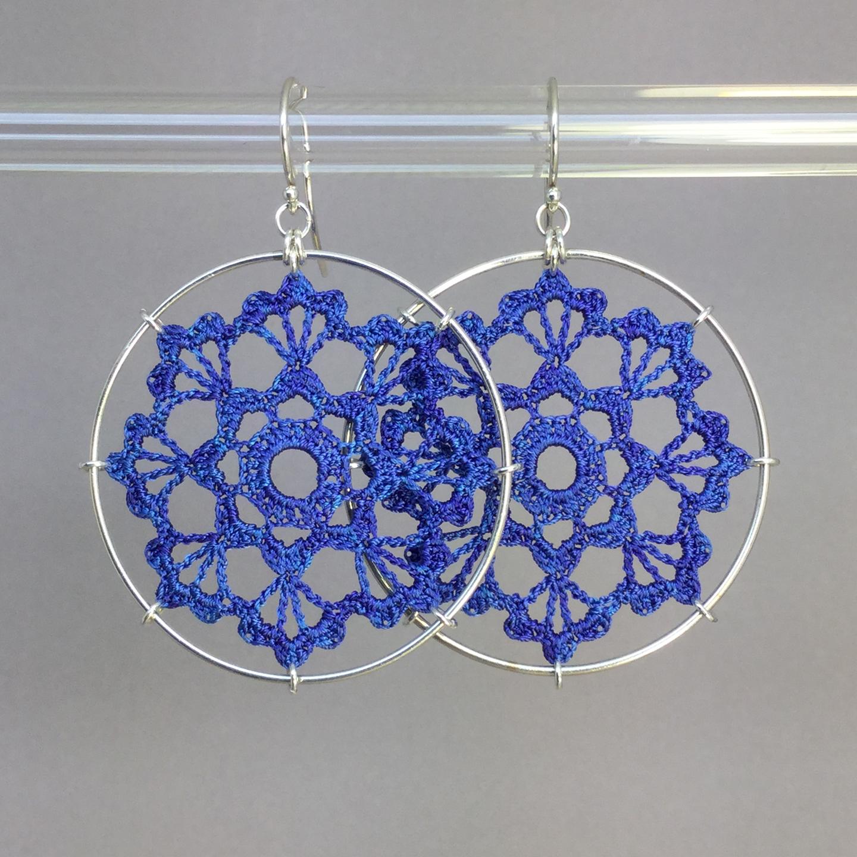 Scallops earrings, silver, blue thread