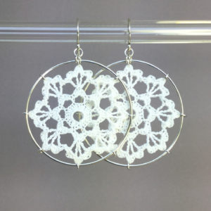 Scallops earrings, silver, white thread